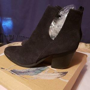 MI.IM Western Slip On V-Cut Stacked Heel Boots